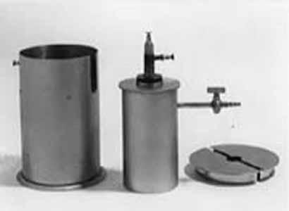 Photos de la chambre d 39 ionisation et de l 39 instrument de for Chambre d ionisation